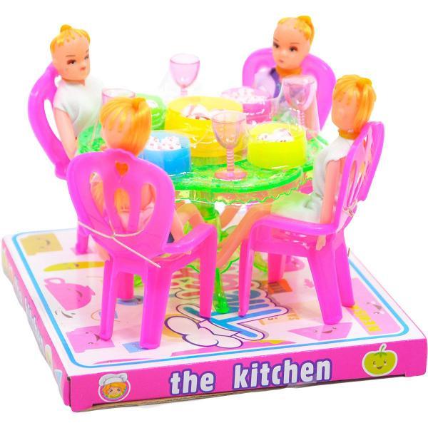 Kuchyňský stůl s panenkami a s doplňky