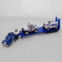Kamion s letištními vozidly