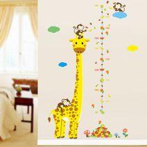 Nálepka na zeď - žirafa s opičkou a metrem