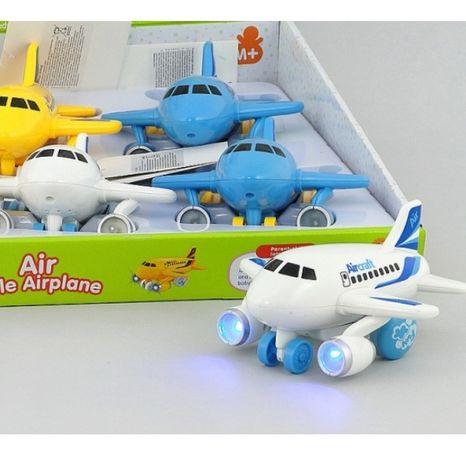 Dopravní letadlo se světlem a zvukem
